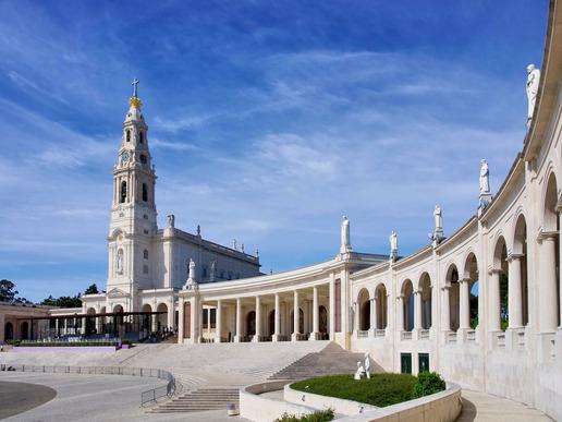 Светилището във Фатима - град, който е център на католическата вяра и място за поклонници от цял свят.
