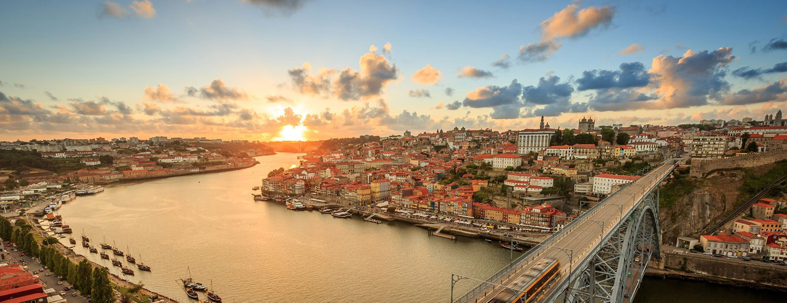 Отдайте се на искрящите багри и емоционални мелодии на Португалия!