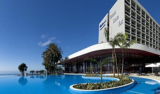 Архитект на хотела е известният по цял свят бразилец Оскар Нимайер.