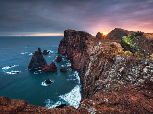 Почивките на португалския остров Мадейра са любими за всички, които търсят пленителни гледки, субтропическа флора и фауна, както и романтичното очарование на миналото.
