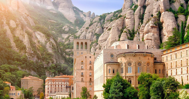 Впечатляваща екскурзия Монсерат и магическите фонтани, Каталуния