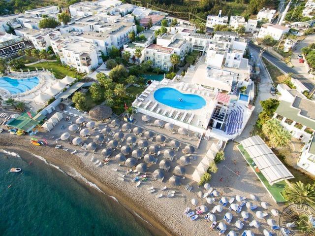 Charm Beach Hotel 4 * хотел 4•