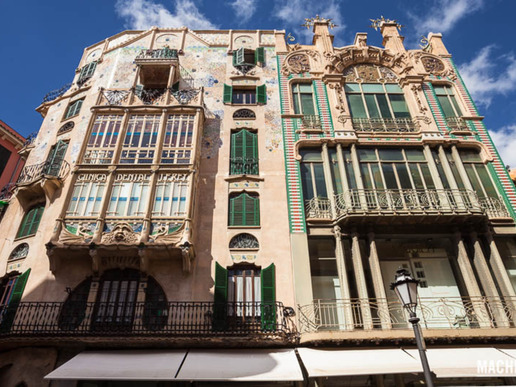 """Сред ключовите места на столицата на Майорка - Палма - са яркият център, познат като """"златната миля"""", главната търговска улица на името на Хайме III, историческият стар град, популярната туристическа зона """"Ла Лоня"""", чаровната Санта Каталина и крабрежният пасаж."""