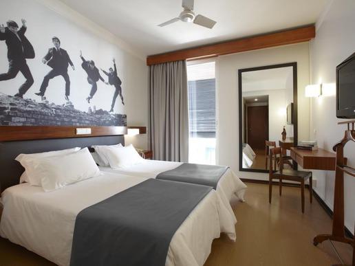 Всяка от спалните на хотела предлага телевизор / LCD, кабелна телевизия, безжичен интернет, вентилатор на тавана, директен телефон и самостоятелна баня.
