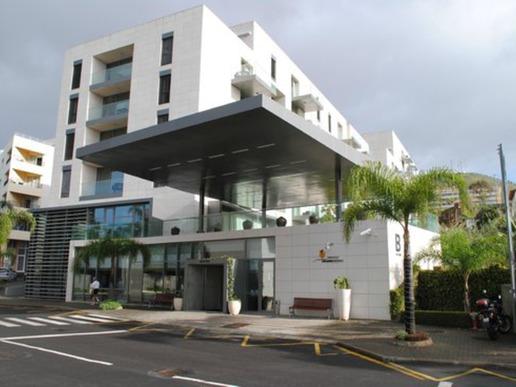 """""""Golden Residence"""" e 4-звезден хотел, който предлага панорамна гледка към плажа Прая Формоза – най-големия плаж в Мадейра."""