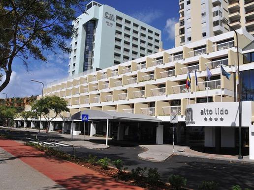 """Хотел """"Аlto Lido"""" предлага отлични условия за отпускаща ваканция. Намира се на 2 км от центъра на Фуншал. До плажа – само на 3 мин от хотела – се стига по стълби."""