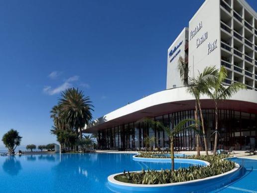 """Разположен в центъра на Фуншал, семейният хотел без тютюнев дим """"Pestana Casino Park"""" предлага 3 ресторанта, яхтено пристанище и СПА център с пълен набор от услуги."""