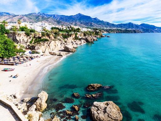 Всяка година слънчевата Коста привлича много туристи, които са запленени от лъчистите плажове, омайващите планински пейзажи ...