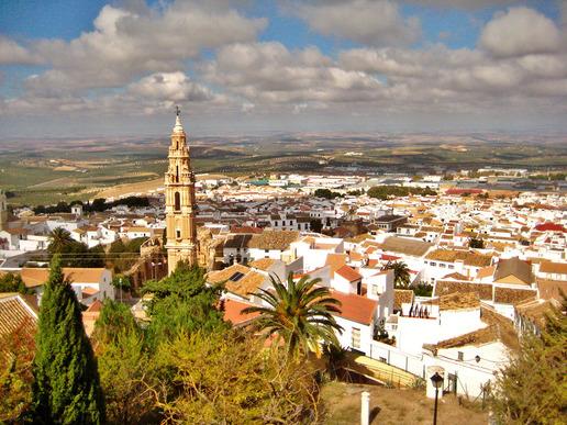 Естепа е традиционно андалуско градче с типичните за района белосани къши с керемидени покриви, селско очарование и красива природа.