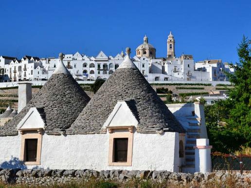 Малкото селище Алберобело е в списъка на ЮНЕСКО заради необичайните, сякаш извадени от приказките трули - характерните за района белосани къщи с конусовидни покриви.