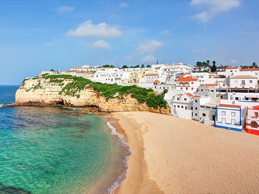 От оживени морски курорти до перфектни за релаксация усамотени кътчета на плажа, Алгарве е чудесно допълнение към оживения градски ритъм на Лисабон.