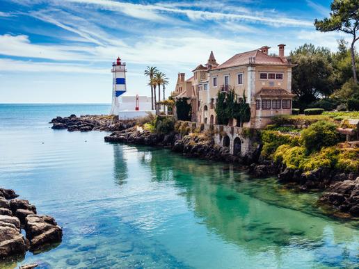 В Кашкайш ще намерите множество интересни туристически атракции, включително очарователни музеи, исторически имения и красиви паркове. Да не пропускаме и някои от най-хубавите плажове в региона на Лисабон.