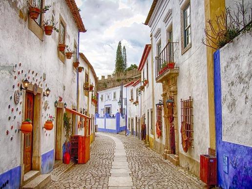 Обидуш излъчва традиционно португалско очарование с тесните си калдъръмени улички, старомодните къщи и величествения средновековен замък.