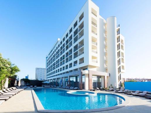 """Хотел """"TRYP Lisboa Caprica Mar"""""""